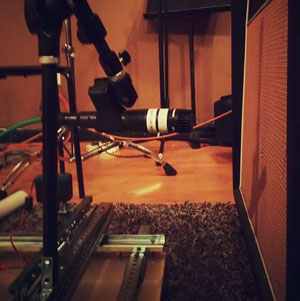 SM57 on guitar cab, courtesy the microphone robot